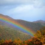青根・花房山にかかる虹が美しい